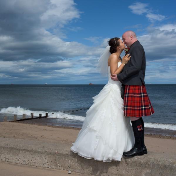 Beach Kiss - Aberdeen Wedding Photographer